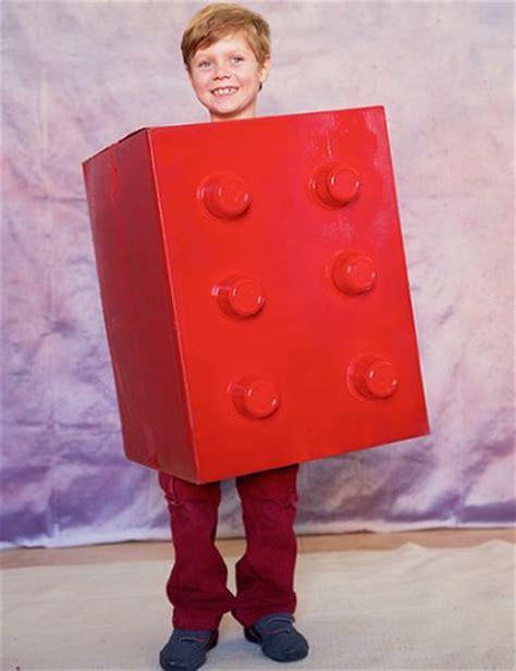 5 disfraces hechos con cartn disfraces caseros disfraces caseros para ni 241 os hechos con cajas de cart 243 n