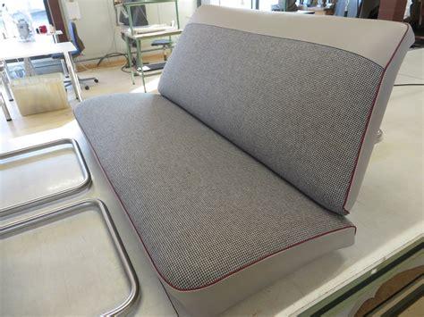 ottomane neu beziehen sofa neu polstern ein neu bezogenes sofa macht