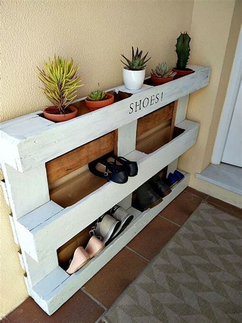 easy shoe storage diy easy pallet shoe rack kreativk