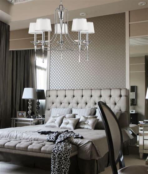 Superbe Lustre Pour Chambre A Coucher #1: chambre-a-couchet-tete-de-lit-capitonnée-gris-les-meilleures-meubles-dans-la-chambre-a-coucher.jpg