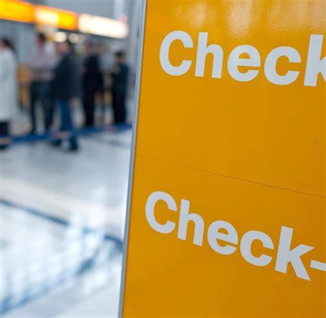 wann vor abflug am flughafen letzter aufruf tipps zum last minute einchecken am