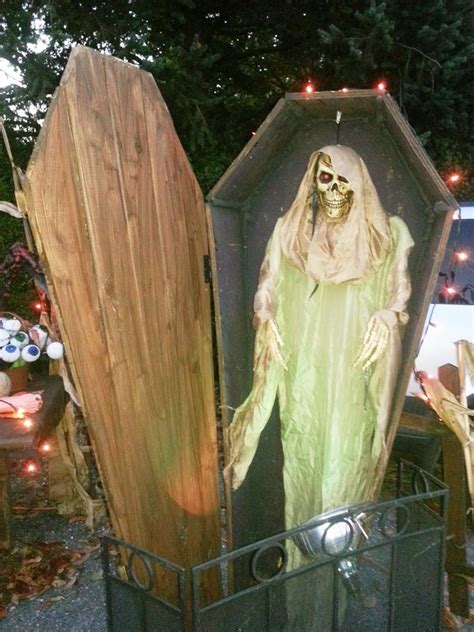 scary halloween decorations to make at home 11 awesome and scary halloween ghost decorations