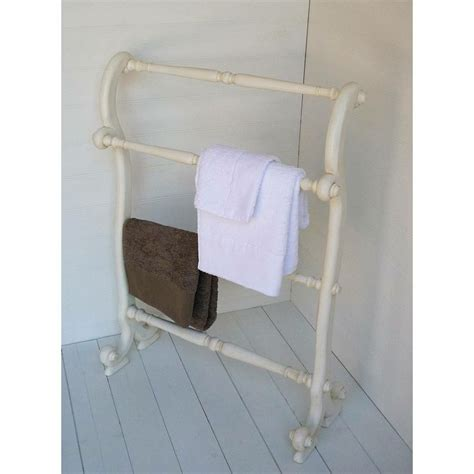 Country Towel Racks by 25 Best Ideas About Wooden Towel Rail On