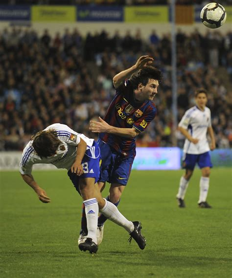 barcelona zaragoza lionel messi and leonardo ponzio photos photos real