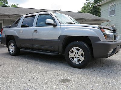 purchase used 2004 chevrolet avalanche 1500 4x4 5 3l gas buy used 2004 avalanche 1500 5 door crew cab loaded non smoker no reserve 4x4 awd in kinzers