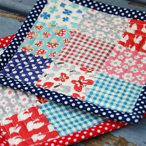 Free Quilted Potholder Pattern by Great Tutorial On How To Make Quilted Pads Diy