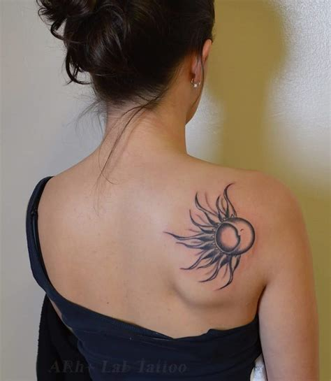 44 alluring shoulder blade tattoos to flaunt with off