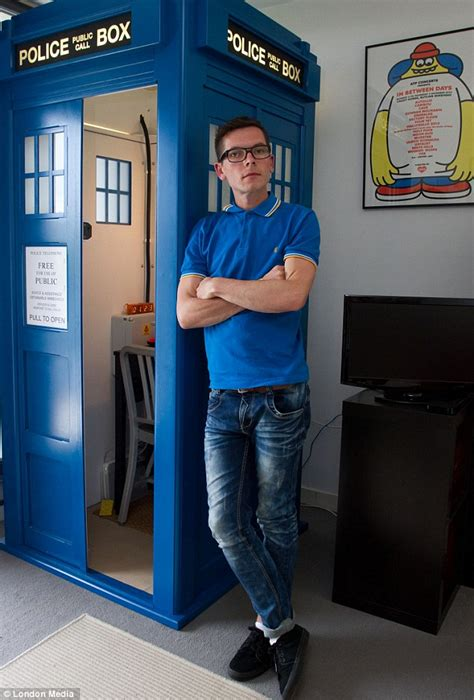 tardis couch doctor who fan who dropped from 17st to 10st spends the