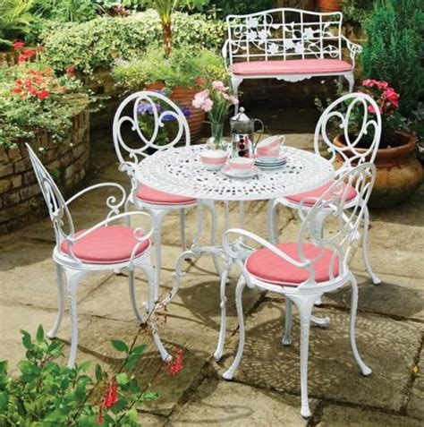 cast aluminum outdoor furniture white and
