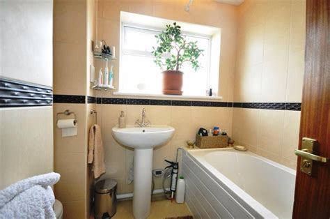 bedroom semi detached house   worcester wr