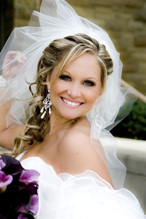 side ponytail wedding hairstyles with veil 34 beispiele f 252 r zeitlose brautfrisuren mit schleier