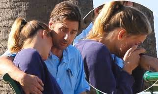 luke wilson wife luke wilson consoles his tearful ex girlfriend meg simpson