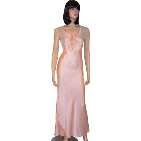 Negligee 1930 S Pale Pink Silk Negligee Trimmed In Mocha Colored