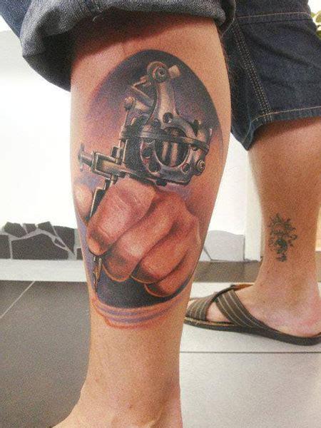 tattoo 3d en la pierna tatuaje pistola pierna