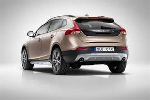 Volvo Country In4ride Volvo V40 Cross Country Revealed Confirmed For