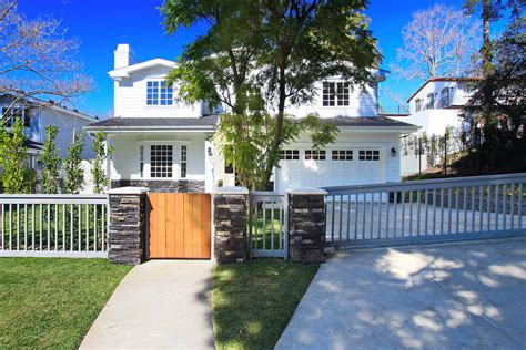 the dog house studio city the house studio city 28 images allison janney lands new house in studio city