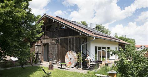 kleines haus umbauen landhaus durch translozierung versetzt das haus