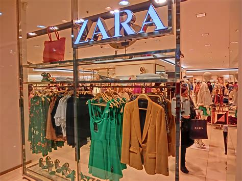 shopping dress di times square file hk night 銅鑼灣 mall 香港時代廣場 times square zara department