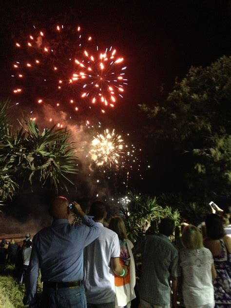 new year gold coast where to find new years fireworks on gold coast 2016