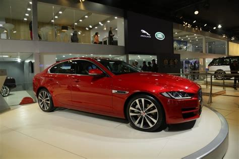 jaguar rate in india 2016 auto expo jaguar xe launched in india price starts