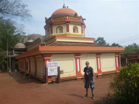 backpacking in india staying at the jungle hostel by the