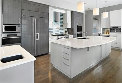 gray kitchen with white cabinets 20 stylish ways to work with gray kitchen cabinets