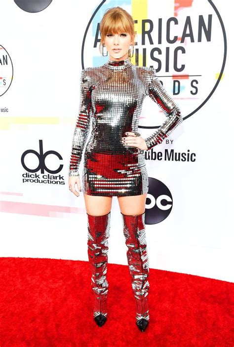 taylor swift ama 2018 full taylor swift jlo and all the other best dressed celebs