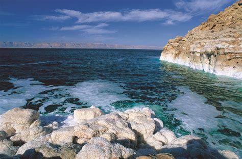 sal del mar muerto el mar muerto paz y tranquilidad en tu viaje a jordania
