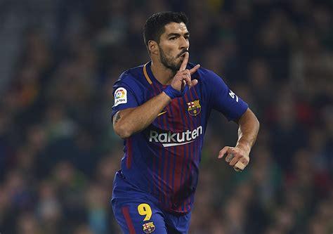 luis suarez reaches   goal plateau  la liga
