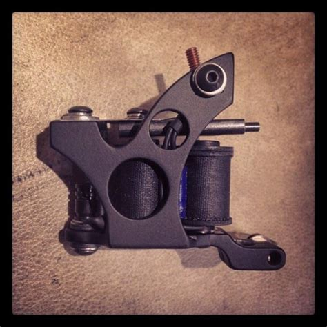 tattoo machine used by kat von d kat von d s new tattoo machine by norm will rise