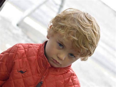 frisur kleinkind junge locken friseur