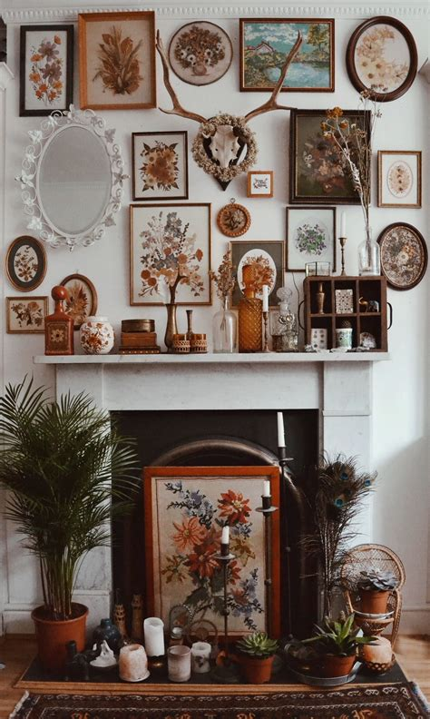 eklektisches schlafzimmerdekor eclectic frames make for a totally beautiful fireplace