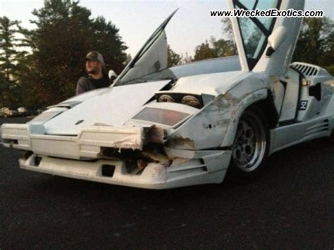 crashed lamborghini countach 1989 lamborghini countach 25th anniversary edition wrecked