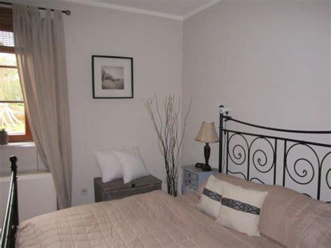 neue farben für badezimmer wohnzimmer t 252 rkis braun und wei 223