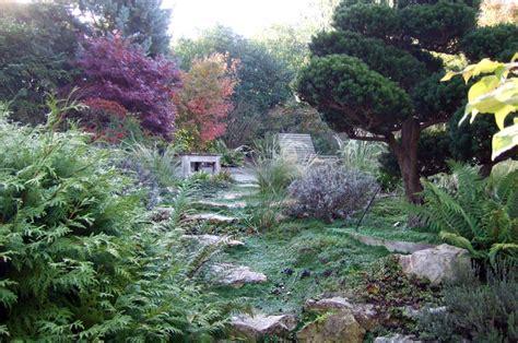 entretien d un jardin luxuriant avec bassin