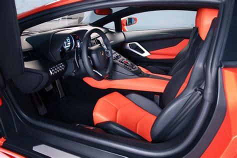 Stiker Mobil Motif Anjing Intip seberapa mewah mobil lamborghini terbaru roro fitria viva