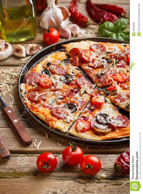 free table pizza delicious pizza stock photography image 35350262