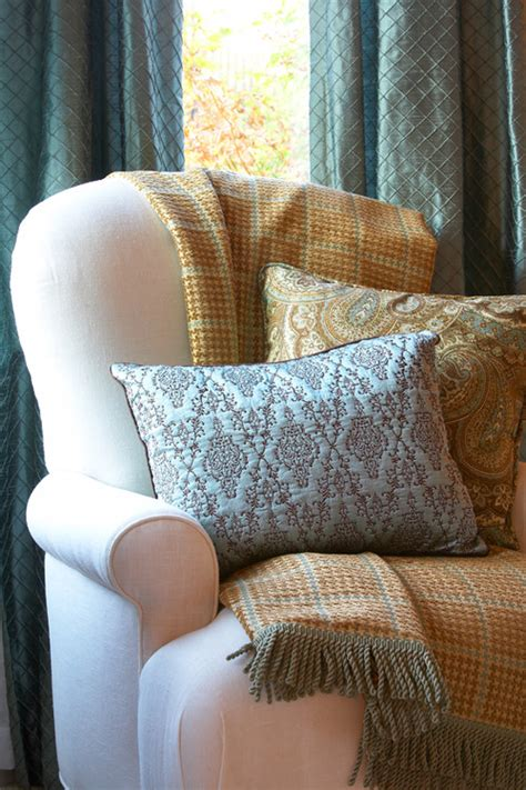 How To Decorate A With Throw Pillows by The Layered Look Decorating With Throw Blankets And