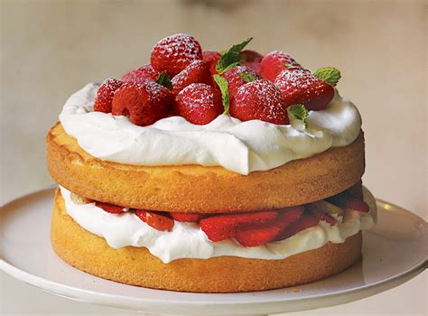 strawberry cake 12 beautiful and delicious strawberry cakes