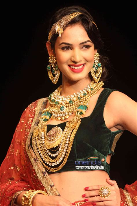 sonal chauhan skin care sonal chauhan deepti and amisha show india
