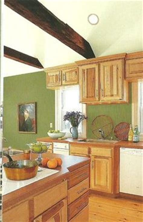 1000 images about honey maple cabinets kitchen makeover on honey oak cabinets oak