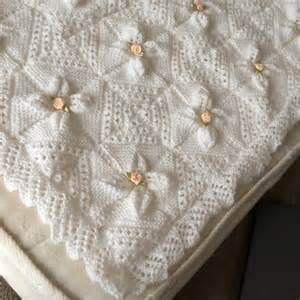 couverture bebe tricot blanc berceau cadeau