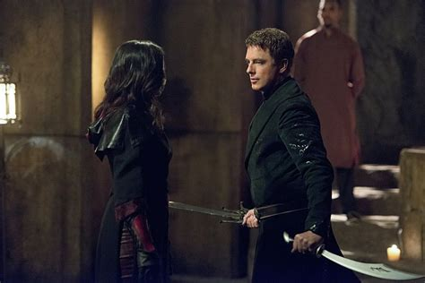 Mukena Nyssa Serie 2 By Elthof exclusive arrow scoop barrowman talks malcolm merlyn as the new ra s al ghul and
