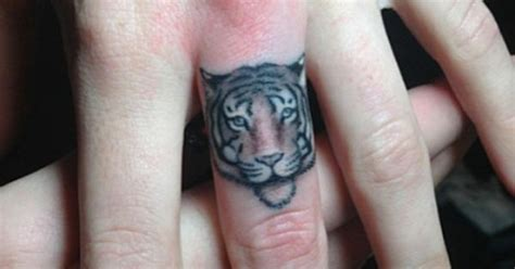 finger tattoo artist nyc elizabeth markov inkedmagazine tiger tattoo tattoos