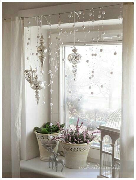 Window Decor | 70 awesome christmas window d 233 cor ideas digsdigs