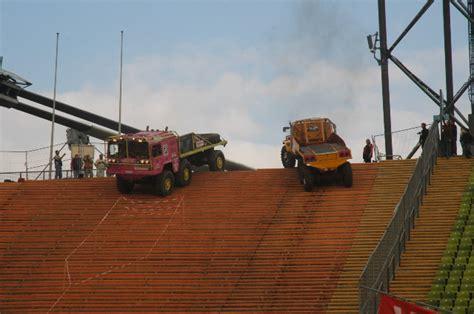 transporter münchen duitsland munchen 2007 olympisch stadion met torc