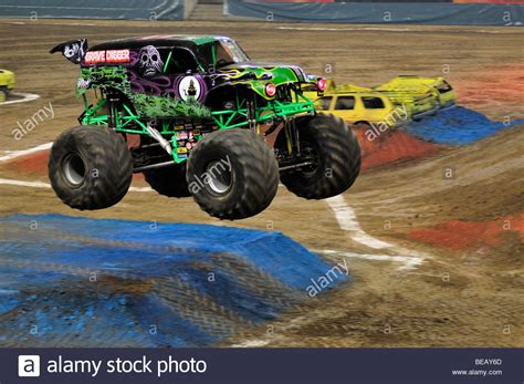 images of grave digger truck grave digger stock photos grave digger stock images alamy