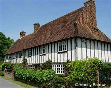 what is a tudor house what were tudor houses made from