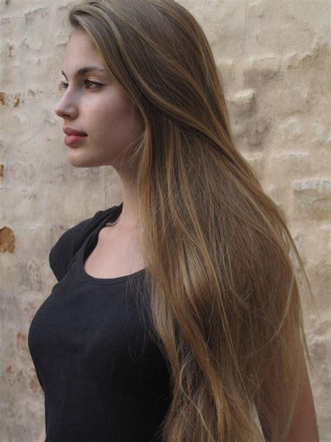 cheveux chatain meche grise coloration des cheveux moderne tendance couleur cheveux 2017 jeu de couleurs naturelles