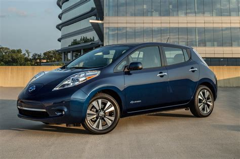 Nissan Leqf New Renault Zoe Paves The Way For Longer Range Nissan Leaf